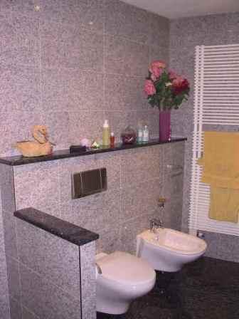 granitfliesen bad badezimmer geringer pflegebedarf. Black Bedroom Furniture Sets. Home Design Ideas